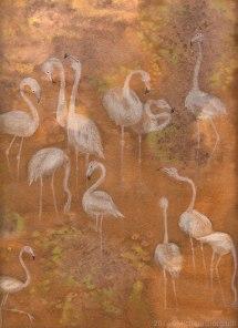 Illustrazione con fenicotteri bianchi su lago dorato